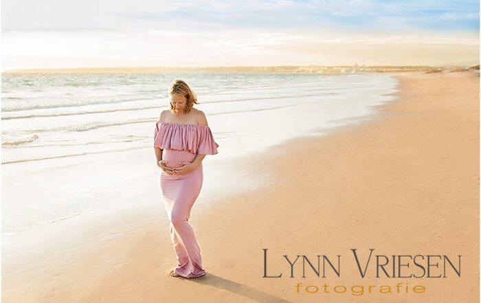 Frederieke 32 weken - Zwanger fotosessie op het strand