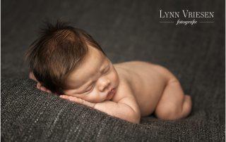 Jens 14 dagen jong - Newborn fotosessie Lienden
