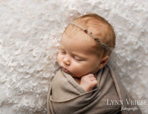 Charlotte 3 weken – newborn fotograaf Arnhem