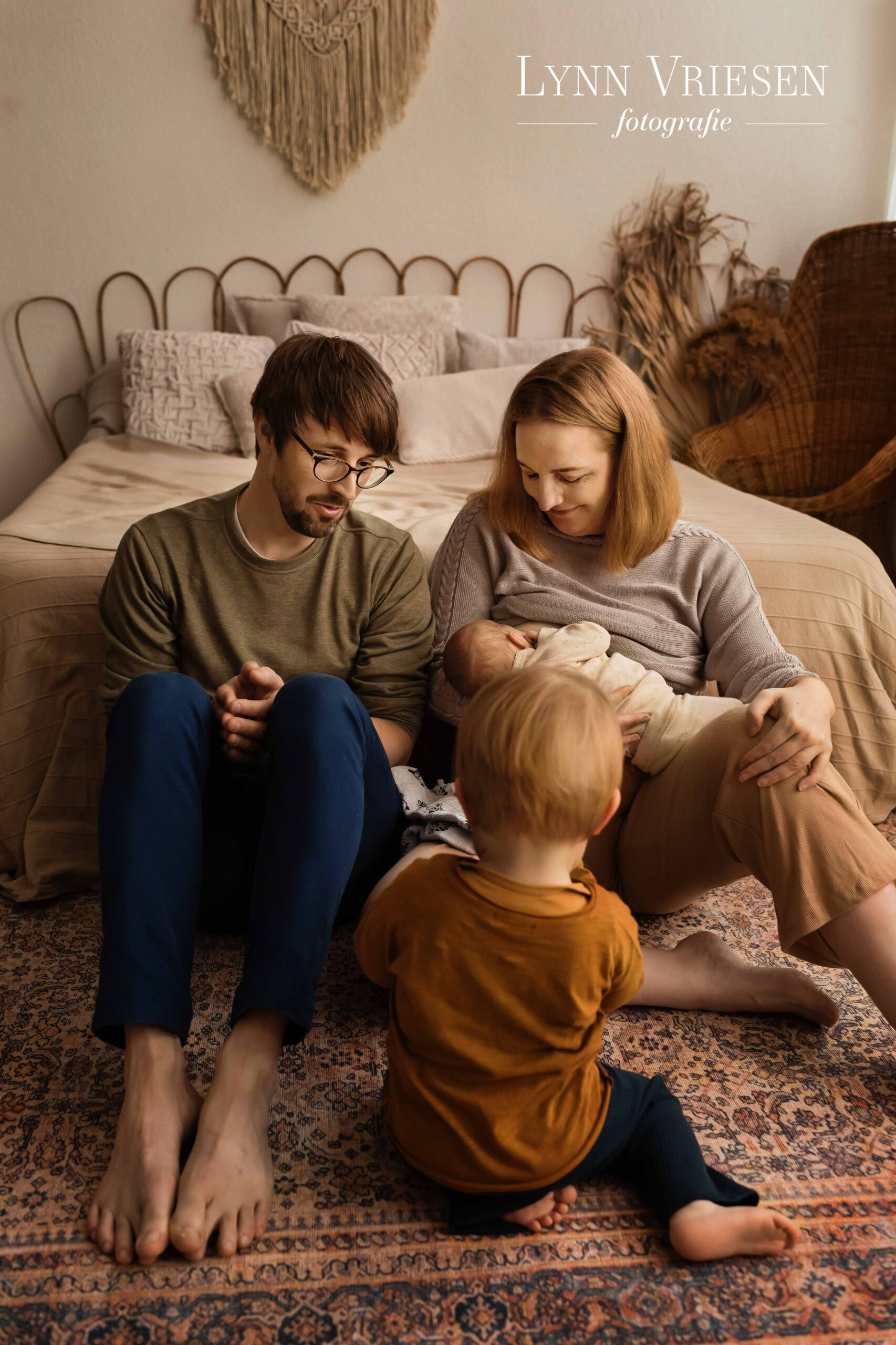 Borstvoedingsfoto tijdens newborn fotoshoot